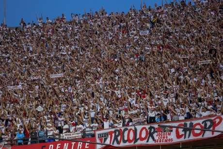 Torcida do São Paulo durante partida contra o Corinthians.
