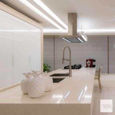 50. Projeto de ilha com pia de cozinha com cooktop – Foto: Vanessa Guerra