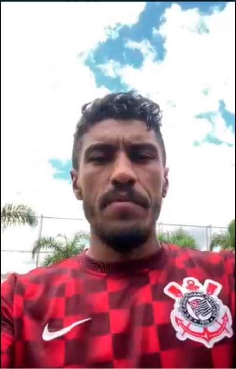 Paulinho foi presença ilustre nesta terça no CT Joaquim Grava (Foto:Reprodução/Twitter)