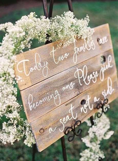 23. A flor mosquitinho traz delicadeza para a decoração de casamento. Fonte: Pinterest