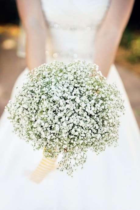 29. Buquê especial feito com flor mosquitinho. Fonte: Bridalguide
