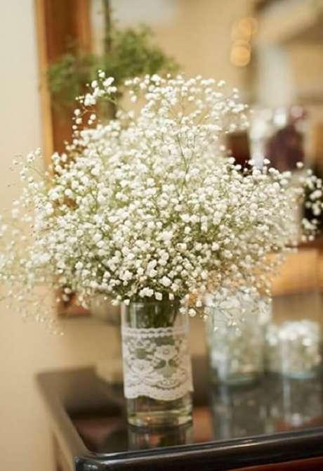 38. As flores mosquitinho deixam o ambiente mais romântico. Fonte: Dicas Práticas