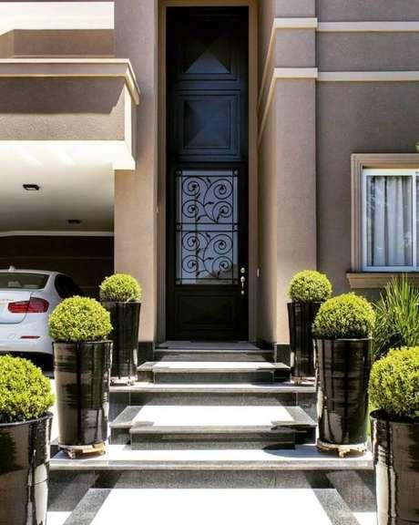 3. Saiba como limpar porta de ferro para mante-la sempre em bom estado – Foto: Invento Arquitetura