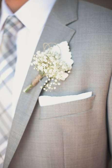 45. Utilize a flor mosquitinho na lapela do noivo. Fonte: Pinterest