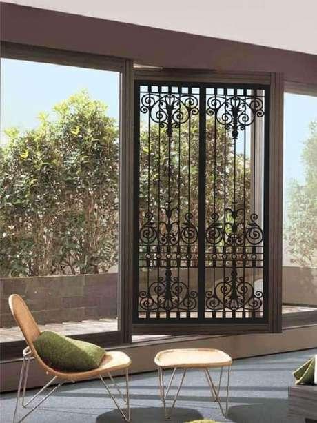14. A grade de ferro para porta garante um toque super charmoso ao ambiente – Foto: Pinterest