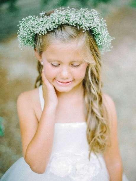 1. A coroa de flores da daminha foi feita com flor mosquitinho. Fonte: Pinterest