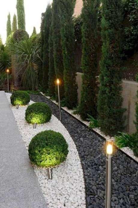 25. Contrate um paisagista para escolher o melhor tipo de planta para o seu jardim – Foto: Home Ideas