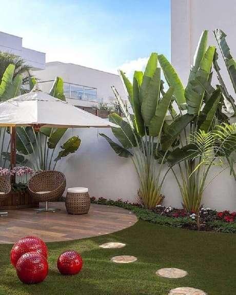 paisagismo jardim residencial com flores e plantas grandes Foto Guia das Plantas