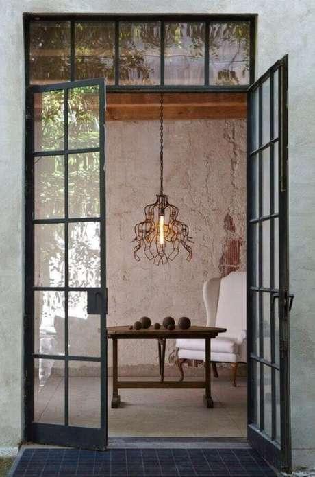 30. Porta de fero com vidro – Foto: Pinterest