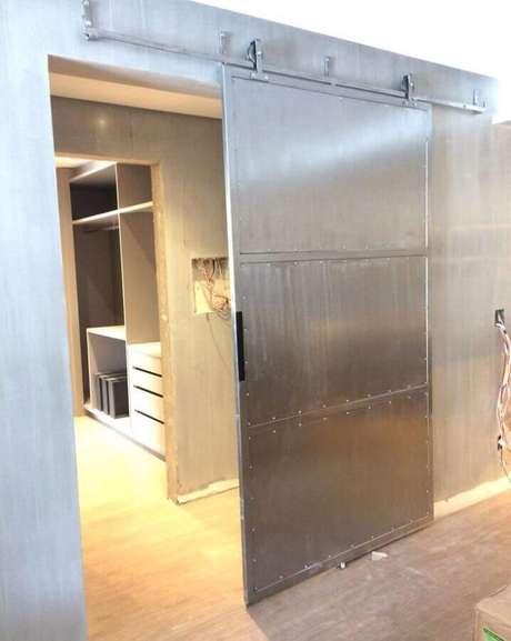 41. A porta de ferro de correr pode ser usada em praticamente todos os ambientes da casa – Foto: Pinterest