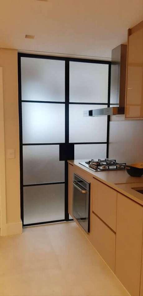 46. Porta de ferro para cozinha planejada moderna – Foto: Archilovers