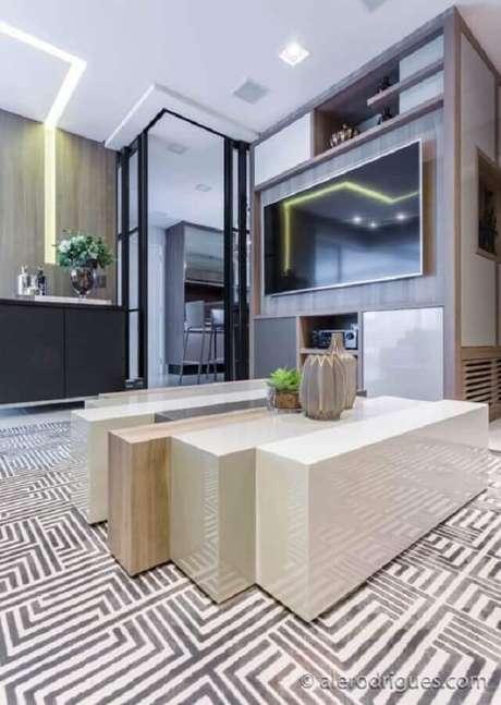 48. Decoração com porta de ferro para sala e cozinha – Foto: Wood Save
