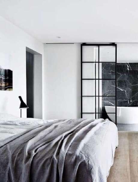 52. Decoração minimalista para quarto com porta de ferro com vidro de correr – Foto: Style me Pretty