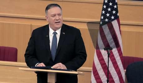 Secretário de Estado dos EUA, Mike Pompeo, discursa em Adis Abeba 19/02/2020 REUTERS/ Tiksa Negeri
