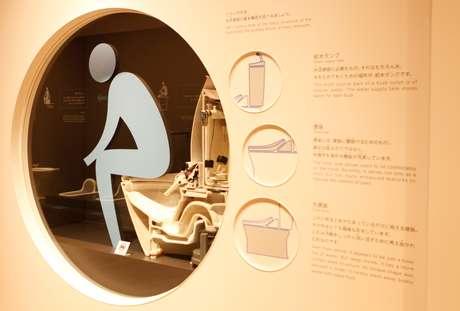 Mostrador no museu da fabricante de vasos sanitários Toto, em Kitakyushu, no Japão, mostra funcionamento interno de privada 06/02/2020 REUTERS/Sakura Murakami