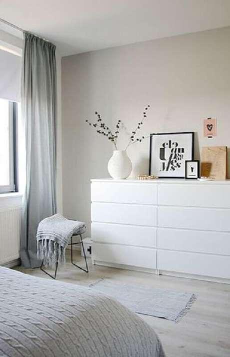14. Modelo de cômoda branca quarto com estilo clean – Foto: Moderne Huizen
