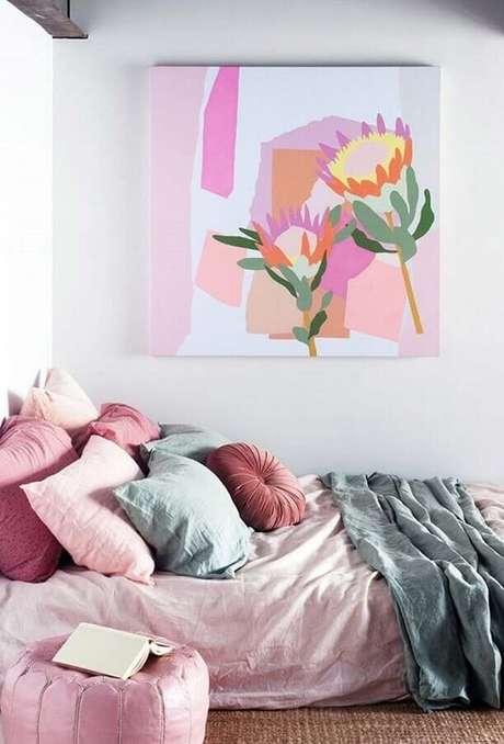15. Invista em itens coloridos para compor a decoração do quarto branco – Foto: Ideias Decor