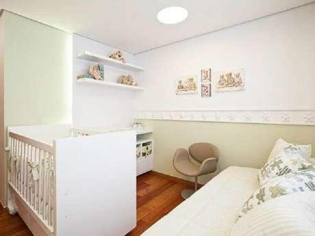 24. Quarto de bebê branco com decoração neutra – Foto: Eduarda Corrêa Arquitetura