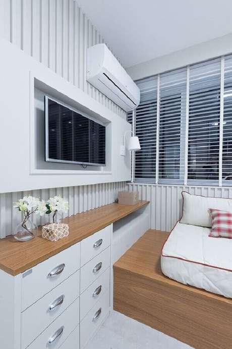 28. Decoração para quarto branco planejado com marcenaria – Foto: Casa de Valentina