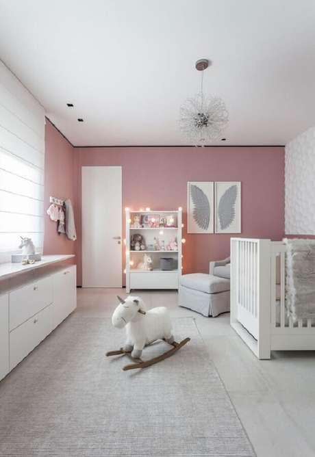 31. Decoração para quarto de bebê branco e rosa – Foto: Ideias Decor