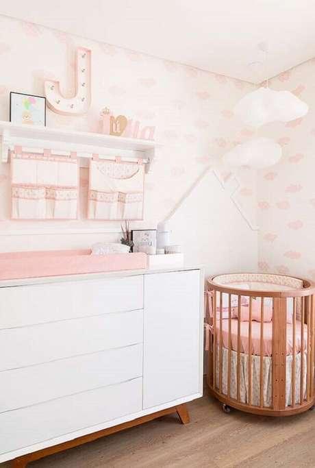 37. Decoração para quarto rosa e branco de bebê – Foto: Constance Zahn