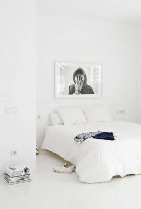 40. Decoração simples para quarto branco – Foto: Assetproject