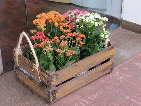47. Floreira de caixote de madeira – Via: Pinterset