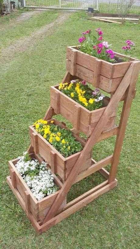 53. Floreiras de chão no jardim – Via: Pinterest