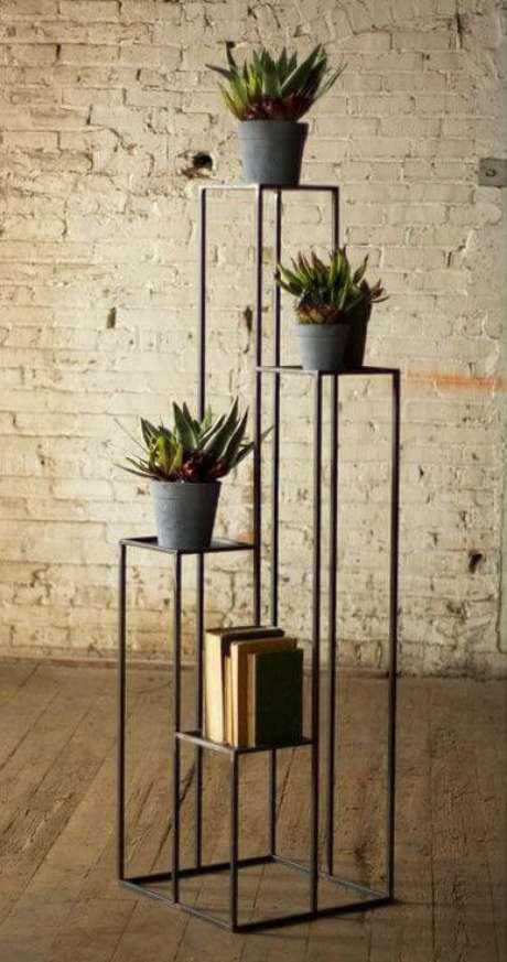 54. Floreiras de chão e ferro – Via: Pinterest