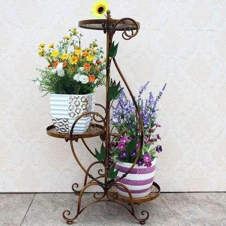 57. Floreira de ferro para decorar a casa – Via: Aliexpress