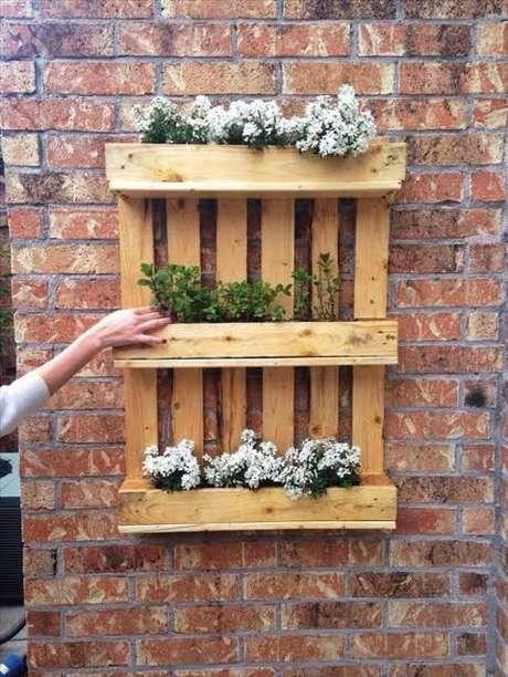 15. Você mesmo pode fazer suas floreiras de pallet – Via: Pinterest