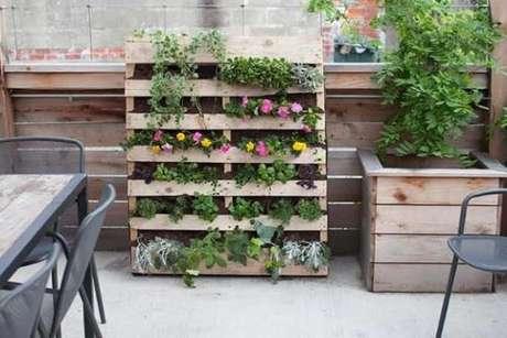 14. Casa decorada com floreiras – Via: Pinterest