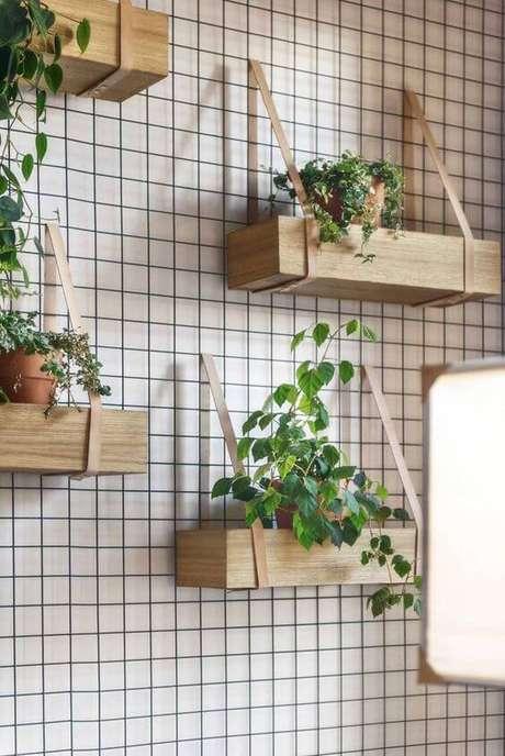 17. Floreira de parede com plantas – Via: Pinterest