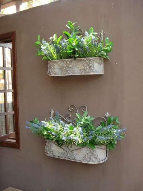 21. Casa decorada com plantas – Via: Pinterest