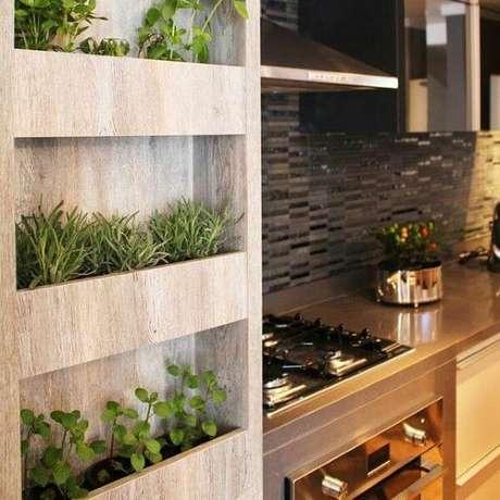 24. Floreira na cozinha com mini horta – Via: Pinterest