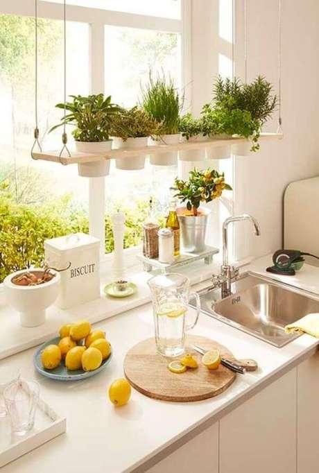 31. Cozinha com mini horta – Via: Pinterest
