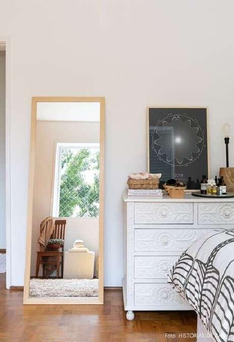 47. Modelo de cômoda branca quarto – Foto: Histórias de Casa