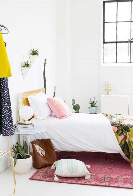 2. A grande vantagem do quarto branco é poder utilizar várias outras cores para incrementar a decoração do ambiente – Foto: Sugar & Cloth