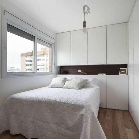 67. Decoração simples para quarto branco planejado – Foto: 0E1 Arquitetos