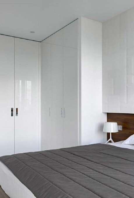 6. A decoração de quarto cinza e branco é sinônimo de um ambiente bonito e moderno – Foto: Pinterest