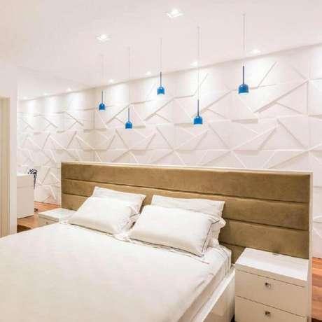 75. Revestimento 3D para decoração de quarto branco – Foto: Arquitetura Essencial