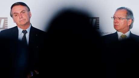 Bolsonaro e Guedes em foto de dezembro; analistas destacam descompasso entre os dois na agenda econômica pretendida