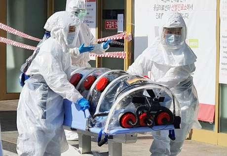 Paciente com coronavírus é atendido em Daegu, na Coreia do Sul