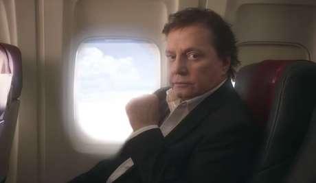 Cantor gravou o comercial em uma aeronave restaurada no interior de São Paulo