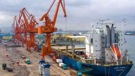 Real desvalorizado aumenta competitividade de produtos brasileiros dentro e fora do país
