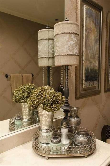 36. Bandeja para banheiro com estilo provençal. Fonte: Pinterest