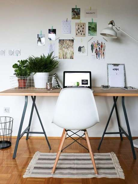 57. Mesa cavalete linda – Via: Office Inspiration