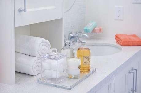 47. Modelo de bandeja de vidro para banheiro. Fonte: Decorpad