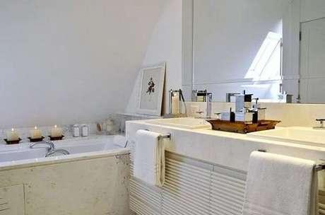 13. Modelo de bandeja para banheiro de madeira. Fonte: Pinterest