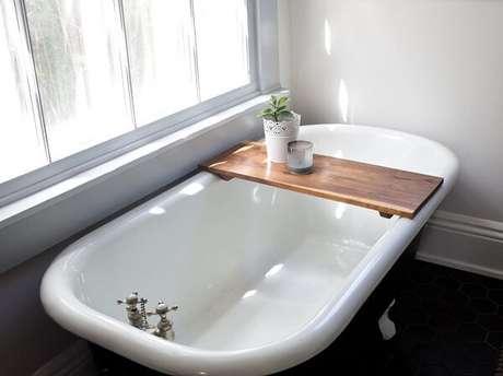 51. Modelo simples de bandeja para banheira. Fonte: Pinterest